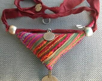 Necklace/pendant textile Bohemian spirit.