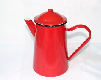 Red enameled pot of the 1940s