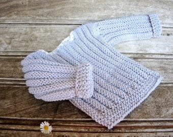 Light grey knit baby sweater. Modern grey cream newborn sweater. Handknit baby sweater. Baby shower gift idea. Newborn grey cream sweater