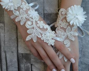 ivory wedding glove, Bridal Glove, ivory lace cuffs, lace gloves, Fingerless Gloves, bridal gloves Free Ship, gloves, ivory gloves, glove