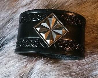 5023 - Adamas, leather bracelet with diamond concho
