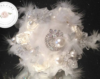 Beautiful white bridal brooch bouquet, tulle roses, silver brooches, pearls and feathers bouquet, custom bridal brooch bouquet
