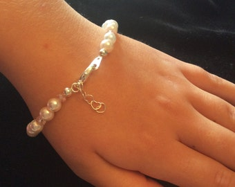 Delicate White Pearl & Crystal Stretch Bracelet