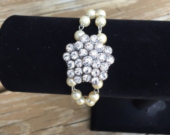 ON SALE - Pearl wedding bracelet