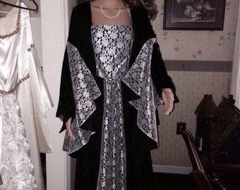 Renaissance dress black velvet and cream lace. Fully lined bodice size 12