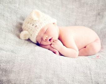 Crochet Newborn Bear Beanie// Photo Prop