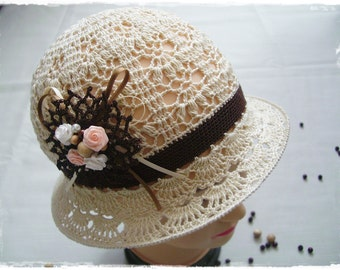 Vintage beige hat with flower