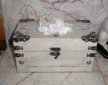 Keepsake Box Small Wood Chest Wedding Advice Box Shabby Vintage Style Trunk Elegant Memory Box Cream Gray Box Ivory Lace Floret Jewelry Box