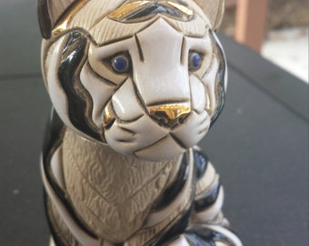 Rinconada de Rosa Hand-carved ceramic tiger sculpture!