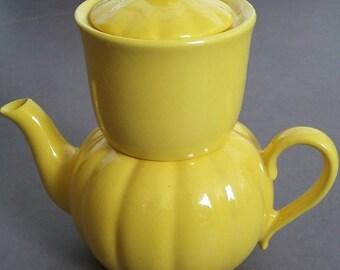 Tea pot from Pottery De Driehoek made in Holland '50