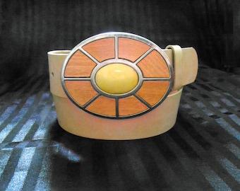CLEARANCE SALE * Women's Italian Leather Belt * 70s Wood Buckle * Size: M/ 33-37