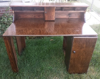 Writing desk with hutch and bookshelf