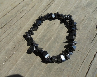 Hematite chip bracelet on elastic.