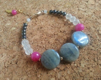 Stackable bracelet stones and glass/Labradorite/Jade/Quartz/charm pen/Rose/Pink/Gray/White/Stacking Feather-Gemstone-bracelet charm