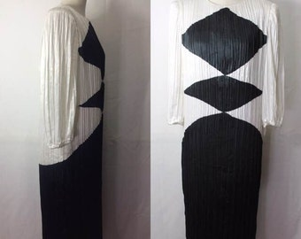 Vintage Black and White 1980s dress by  Morton Myles for the Warrens