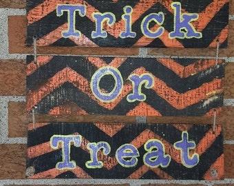 Rustic Halloween Sign, Wood Pallet Sign, Trick or Treat, Front Door Sign, Rustic, Halloween Decoration, Halloween decor, Halloween
