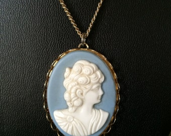 Vintage 1960s Cameo Necklace