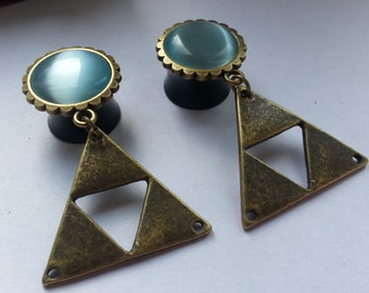Geometric triangle plugs bronze