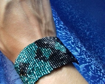 bugle bead bracelet black and turquoise 6.8 in