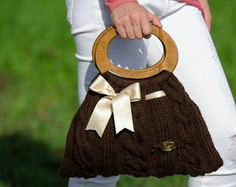 Knitted brown wool bag. Borsa in lana marrone