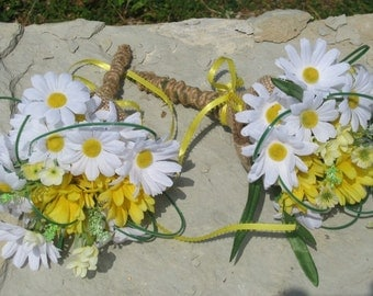 Daisy Bridesmaid Bouquet with Burlap Accents