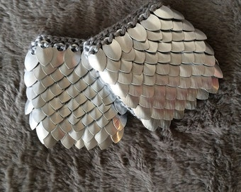 Scale Maille Metal Armor Mini Gauntlet: Silver/Silver