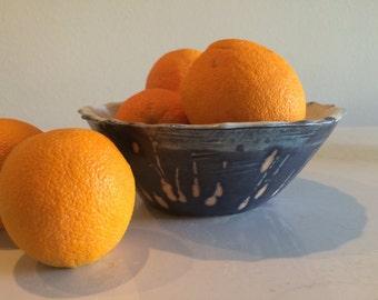 Stoneware Drip-Motif Fruit Bowl