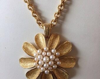 Vintage Retro Faux Pearl Daisy Flower Pendant Necklace Trifari