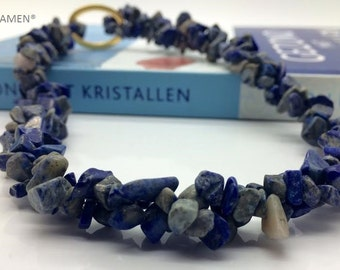 Lapis Lazuli necklace with silver-coloured clip.