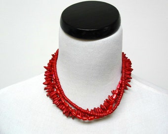 MAKAILA . red seashells and coco shells . 3-tier necklace / choker