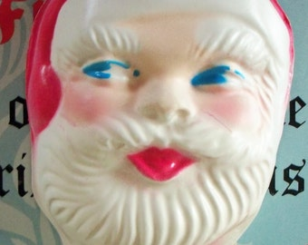 Vintage / Santa Claus Face / Kitschy / Hollow Backside / Molded Plastic