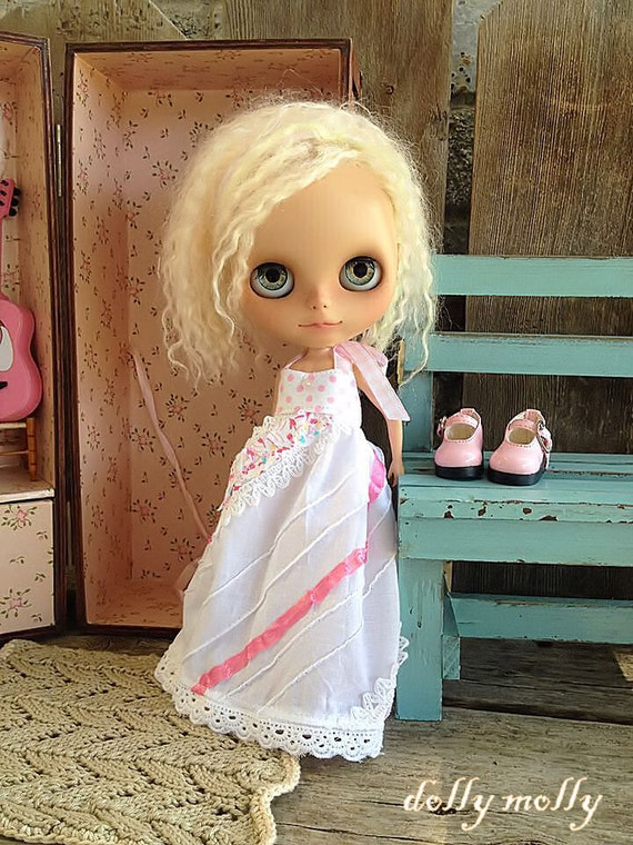 dolly molly Dainty pink dress halter for BLYTHE doll ruffles and lace white dots ribbon
