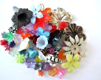 Vintage flower beads, 600 flowers in 60 designs, lucite plastic, many rare beads, UNIQUE PACKAGE