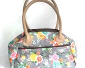 Fresh Cut Carpet Bag Handbag in Grey Floral with pockets, Shoulder Bag, Frame Purse, Frame Handbag, Doctors bag