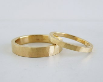 Hammer Texture Gold Wedding Band Set | 2mm and 4mm 14k gold rings | Rustic Heavy Wedding Bands Recycled gold | His and Hers | Hers and Hers