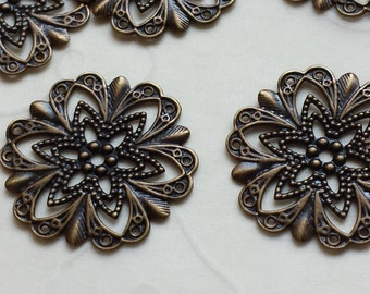 New Item -- 20 pieces of Fancy Round with Cutout Star Stampings in Antique Brass Color -- 21x21 mm