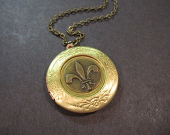 Fleur de Lis Necklace, Fleur de Lis Locket, Brass Locket, Photo Locket, Locket Jewelry, Fleur de Lis Jewelry, Gifts for Her, Brass, Round