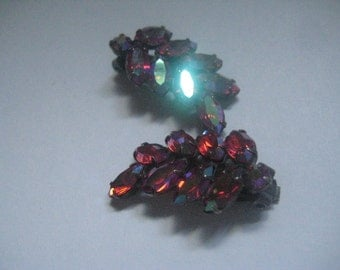 Very Lovely Unsigned Siam AB Leaf Shaped Clip On Earrings from the 60s in Japanned or Blackened Metal