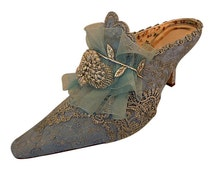 Marie Antoinette Wedding Shoes.. Something Blue Bridal Shoes .. Silver Lace .. Vintage Lace Shoes.. Low Heel Shoes ..  FREE US Postage