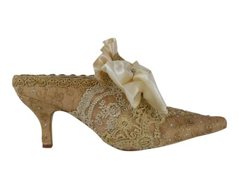 Marie Antoinette Wedding Shoes ..Gold and Ivory Lace Shoes .. Paris Fashion .. Bridal Shoes.. Vintage Lace Shoes ..FREE US Postage