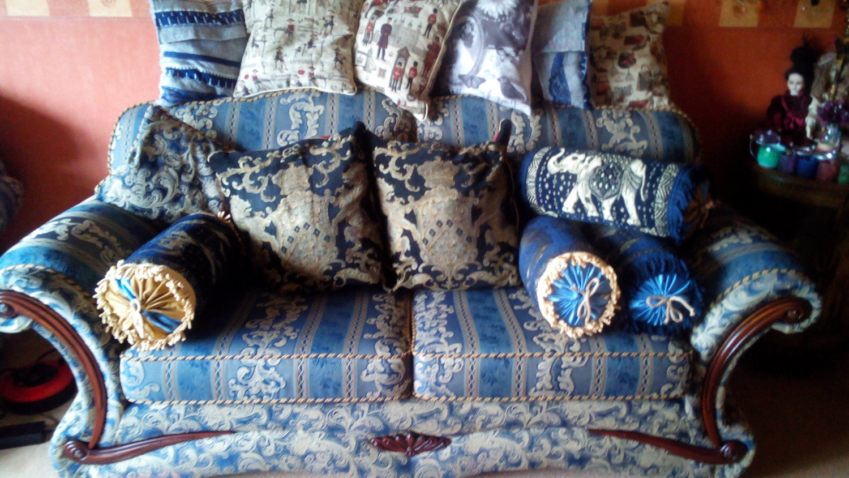 Victorian Bolster Pillows : Victorian Style Bolster Cushion.
