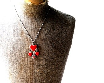 Boho vintage 70s silvertone metal necklace with  a red enamel, dangle hearts pendant.