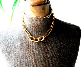 Mod vintage 80s god tone metal chunky, heavy abstract links choker necklace. Made by Monet. Mit condition.