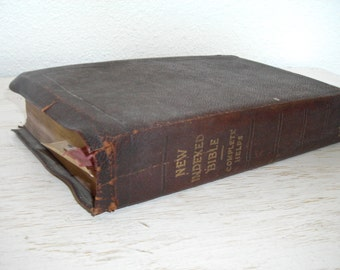 new indexed bible - complete helps 1929 - soft cover illustrated - alphabetically indexed and chronologically arranged - antique book