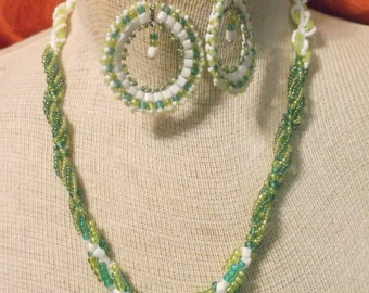 """OOAK Challenge Shades of Green 10"""" Necklace and Earring Set"""