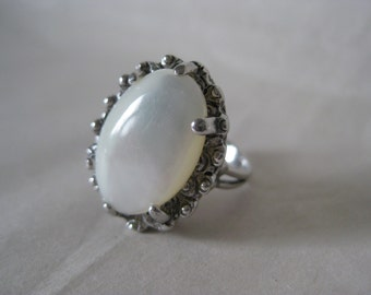 Mother of Pearl Silver Ring Vintage 3 1/2 Oval MOP Shell White