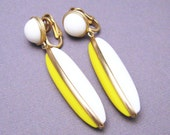 Vintage Long Earrings Crown Trifari Jewelry Yellow Plastic E5509