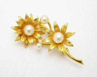 Vintage Pearl Flower Brooch Spain Jewelry P6772