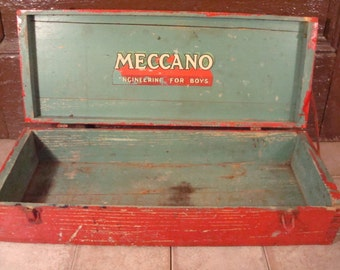 Chippy vintage Meccano Engineering for Boys hinged lid box with latch- good vintage condition, rustic, primitive, nice