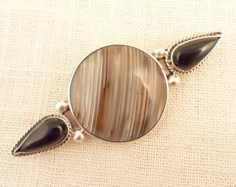 SALE ----- Vintage Mexican Sterling Artist Signed Giant Agate with Teardrop Onyx Brooch
